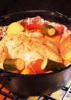 キャンプだ!丸鶏と夏野菜のダッチオーブン