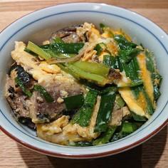 簡単☆いわしの水煮缶でニラとろ卵丼