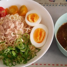 シーチキンマヨと彩りいっぱいつけ麺!