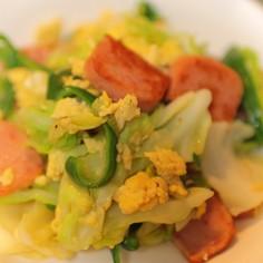 魚肉ソーセージとキャベツのふわふわ卵炒め
