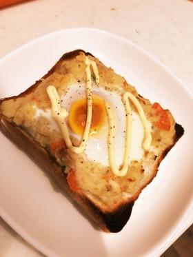 余ったポテサラと卵のトースト