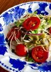 紫玉ねぎとトマト・めかぶのサラダ