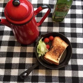 【キャンプ朝食】スキレットでホットサンド