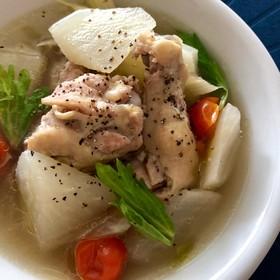 鶏手羽元と大根のスープ煮込み