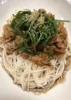 豚バラ肉と玉ねぎのピリ辛素麺