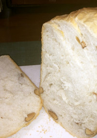 アーモンドと酒かすの食パン