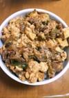 豆腐とブタ小間の味噌炒め丼