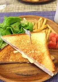 【簡単フライパンでハムチーズホットサンド
