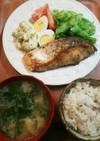 夕飯 鮭のムニエル
