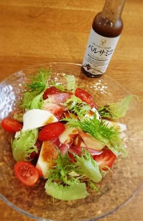 皮ごと食べる桃と生ハムのサラダ