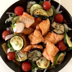 揚げた鮭と夏野菜のさっぱりサラダ