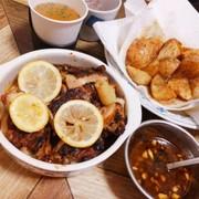 ケイジャンチキンとレモンのオーブン焼きの写真