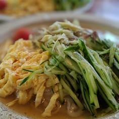 暑い夏、フォーの麺を美味い冷麺で食う!