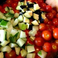 夏野菜の大量消費に!無水トマトカレー