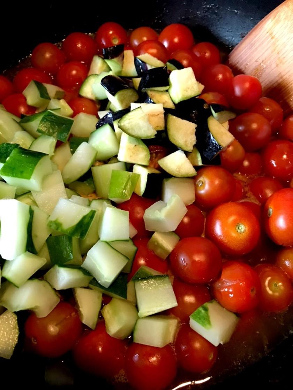夏野菜の大量消費に!無水トマトカレー☆