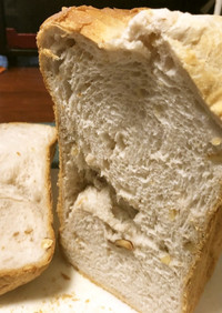 ミックスナッツと酒かすの食パン