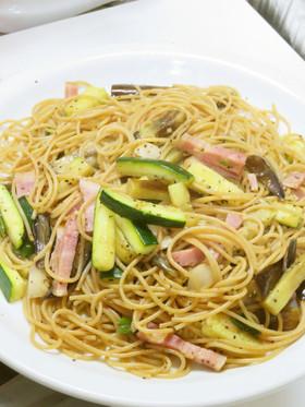 ベーコンと夏野菜と青唐辛子の簡単パスタ