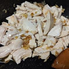 香味油でご飯が進む鶏肉飯の頭