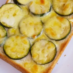 ズッキーニ&チーズトースト