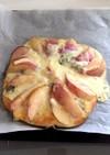 桃とゴルゴンゾーラのピザ