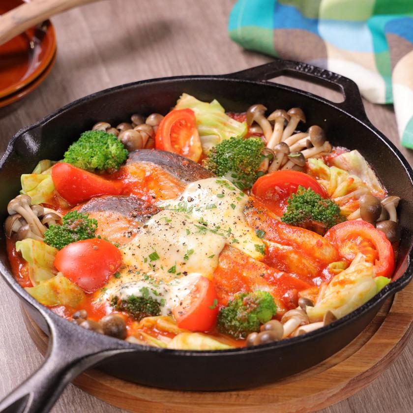 秋鮭ととろ~りチーズのトマトパッツァ