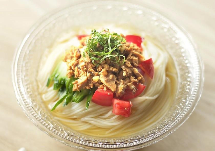 まぐろ味噌煮と夏野菜のっけ素麺