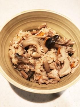 秋の味覚!たっぷりきのこの炊き込みご飯