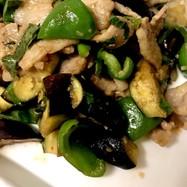 夏野菜と豚バラの甘辛味噌炒め