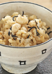 しょうゆ麹でお豆たっぷり梅ひじきご飯