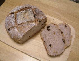 胡桃とレーズンのグラハムパン