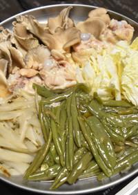 鶏手羽元のスープでじゅんさい鍋