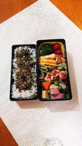 残り野菜とお肉のコラボ弁当です。
