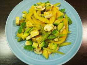 豆腐とアボカドの温かいサラダ