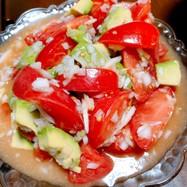 夏にさっぱり!トマトとアボカドのサラダ