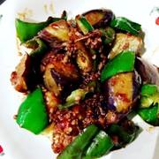茄子とピーマンと挽肉の甜麺醤炒めの写真