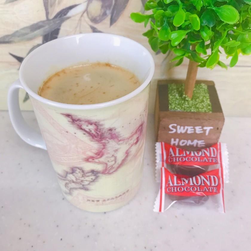 コーヒーにチョコっと入れてみました