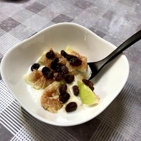 イチヂクと干しぶどう酢ヨーグルト