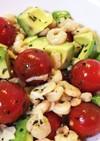 ガーリックシュリンプとアボカドのサラダ