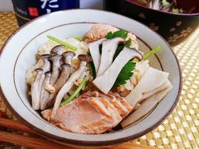 生秋鮭ときのこの炊き込みごはん