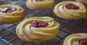 絞り出しクッキー(苺ジャムクッキー)