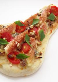 無花果と3種類のチーズのナンピザ