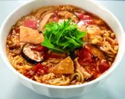 トマトと卵の酸辣湯麺(サンラータンメン)の写真