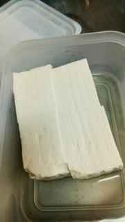 放置するだけ!お豆腐の水切りの写真
