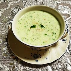 冷製きゅうりとミントのヨーグルトスープ
