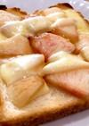 桃とチーズのせトースト