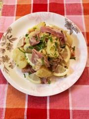 玉ねぎと生ハムのポテトサラダの写真