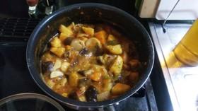 残ったカレーで野菜たっぷりラタトゥイユ♪