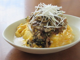豚肉と高菜漬けとトロトロ卵のあんかけ丼