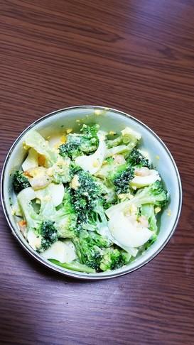 ブロッコリーとエビとゆで卵のサラダ