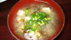 豆腐ともずくのお味噌汁